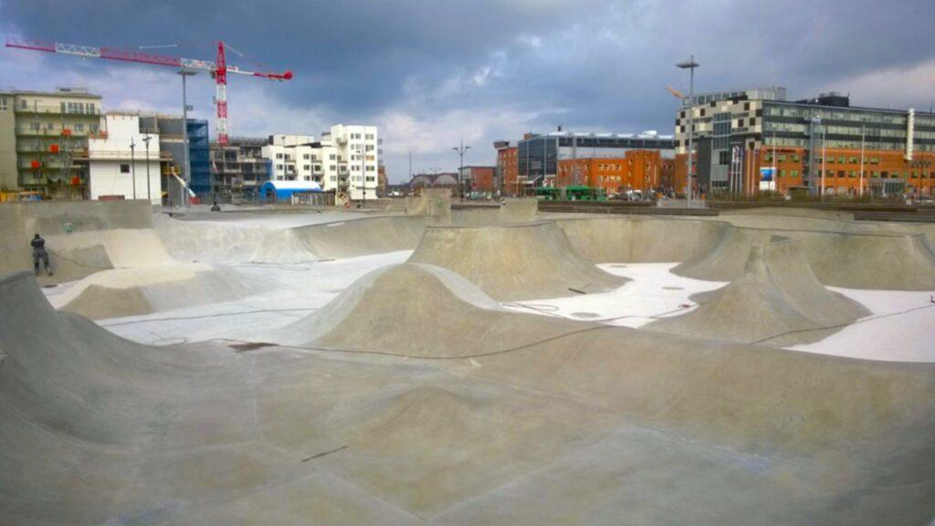 KOMSOL-Half-Pipe-Skate-Board-Panorama