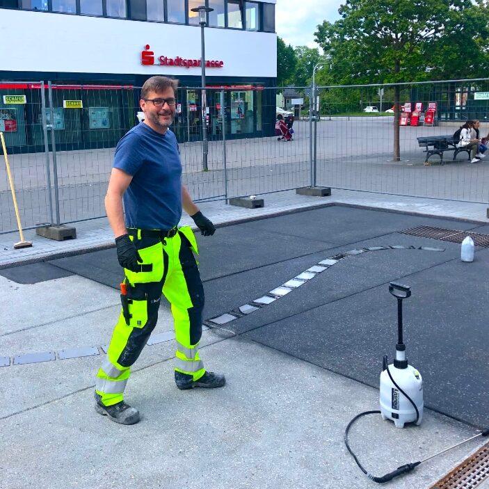 komsol innerseal eingefaerbter beton einfaerben markierung markierungen design Parkleitsystem leitsystem service