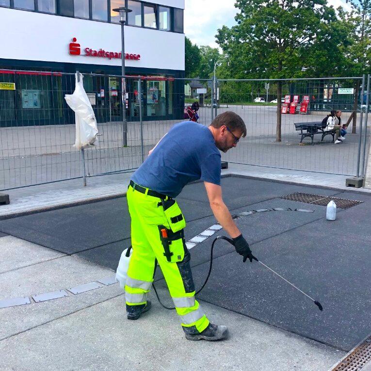komsol innerseal eingefaerbter beton einfaerben markierung markierungen design Parkleitsystem service