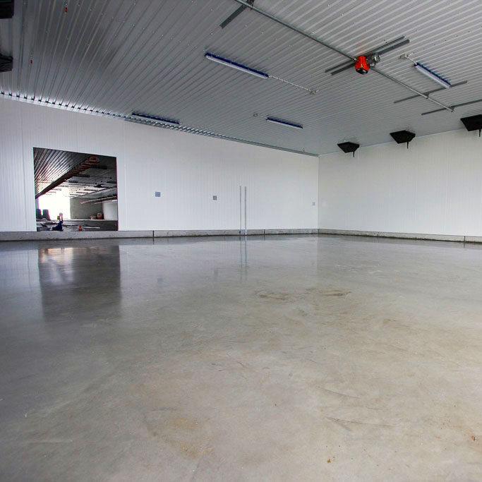 komsol-landwirtschaft-betonboden-stallung-stall-schutz-versiegeln-reiniger alter Beton