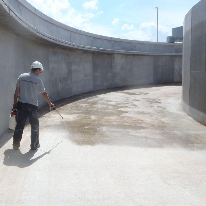 komsol innerseal Abwasser Kanal klaeranlage versiegelt Absetzbecken Abwasserkanal Wartung becken spruehen