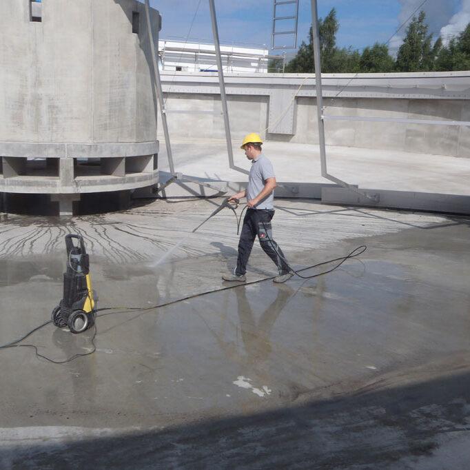 komsol innerseal Abwasser Kanal klaeranlage versiegelt Absetzbecken Abwasserkanal Wartung einspruehen