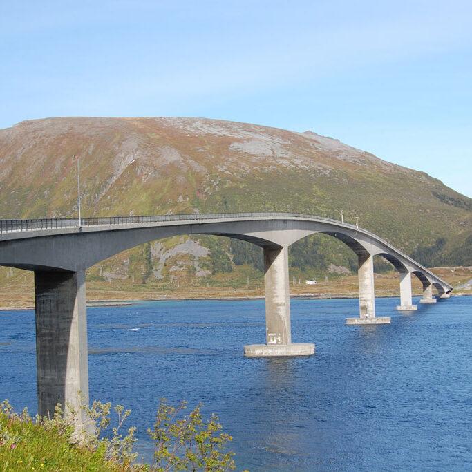 komsol innerseal sanierung versiegelung beton seitenteile sockel pfeiler Skarnsund Bridge wasser brückenbauwerk