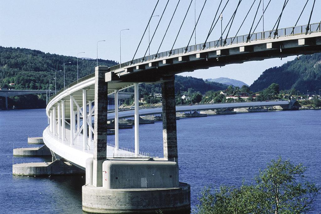 komsol innerseal sanierung versiegelung beton seitenteile sockel pfeiler Skarnsund Bridge wasser infrastruktur