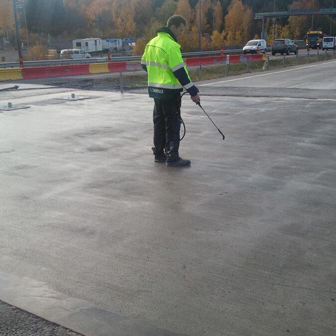 komsol innerseal sanierung versiegelung beton seitenteile sockel pfeiler arbeiter Nacka-highway