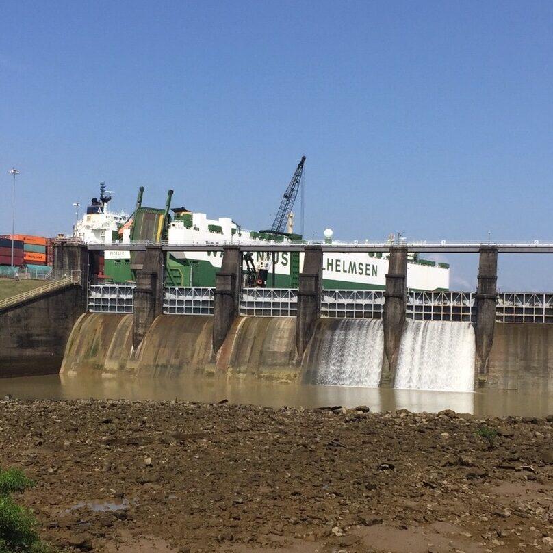 komsol Panamakanal Schleusen Kanaele Schleusenkammern Betonwaende Salzwasser Suesswasser Innerseal Schleusenwaende Kammer Innerseal AC Ksol Latinoamerica Damm