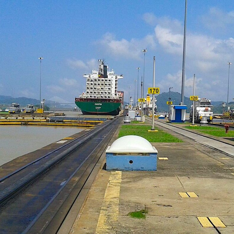 komsol Panamakanal Schleusen Kanaele Schleusenkammern Betonwaende Salzwasser Suesswasser Innerseal Schleusenwaende Kammer Innerseal AC Ksol Latinoamerica Kai