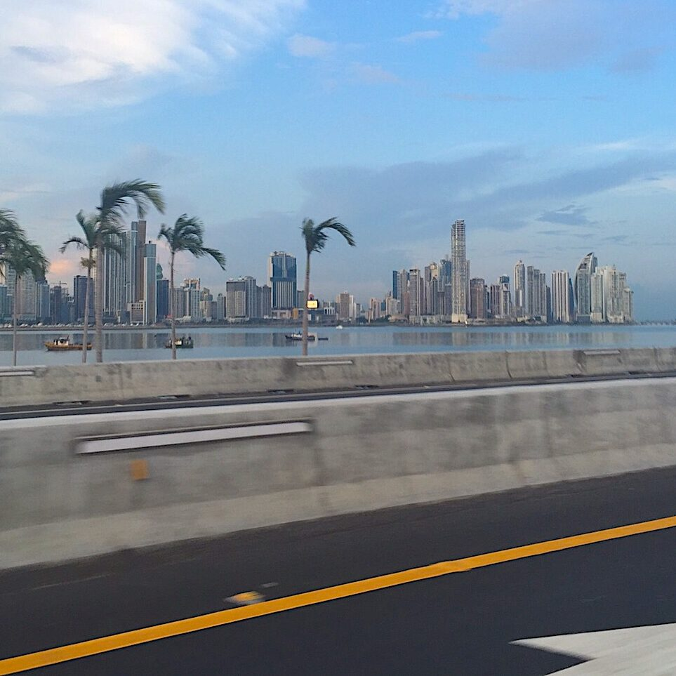 komsol Panamakanal Schleusen Kanaele Schleusenkammern Betonwaende Salzwasser Suesswasser Innerseal Schleusenwaende Kammer Innerseal AC Ksol Latinoamerica Panorama