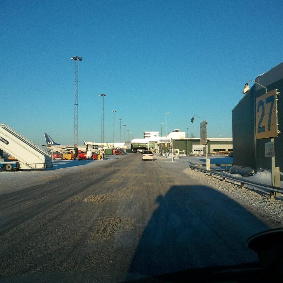 komsol-innerseal-plus-Flughaefen-Flugzeuge-Rollwege-Parkposition-Rampe-Hallenboeden-Hangar-Enteisung-Betonplatten-Versorgungswege