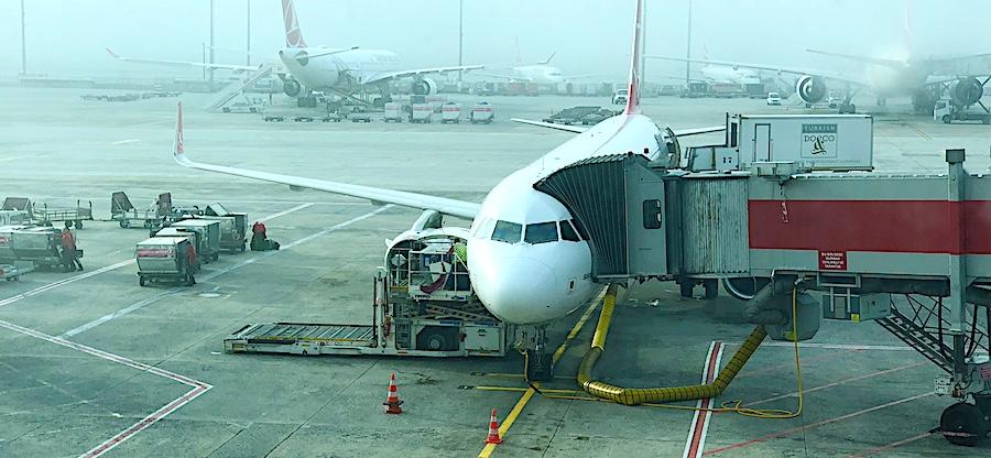 komsol innerseal plus Flughaefen Flugzeuge Rollwege Parkposition Rampe Hallenboeden Hangar Enteisung Betonplatten Fluggastbruecke