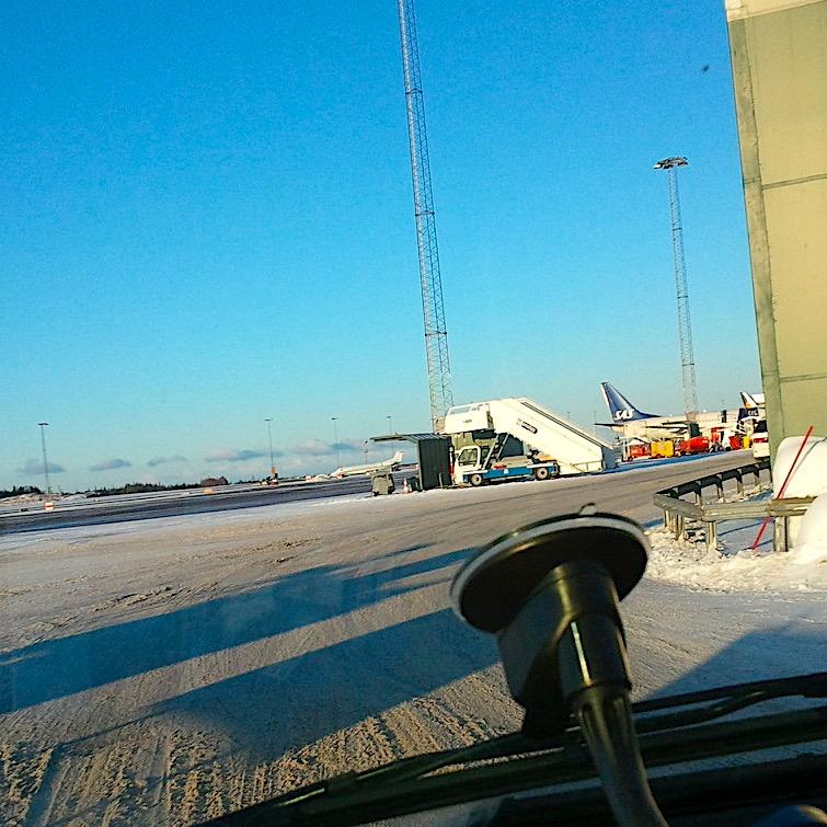 komsol-innerseal-plus-Flughaefen-Flugzeuge-Rollwege-Parkposition-Rampe-Hallenboeden-Hangar-Enteisung-Betonplatten-Rollfeld