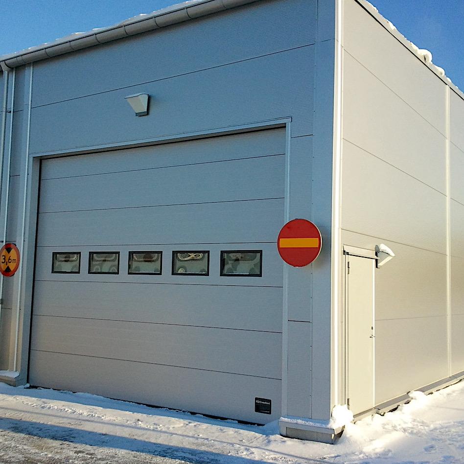 komsol-innerseal-plus-Flughaefen-Flugzeuge-Rollwege-Parkposition-Rampe-Hallenboeden-Hangar-Enteisung-Betonplatten-Rolltor