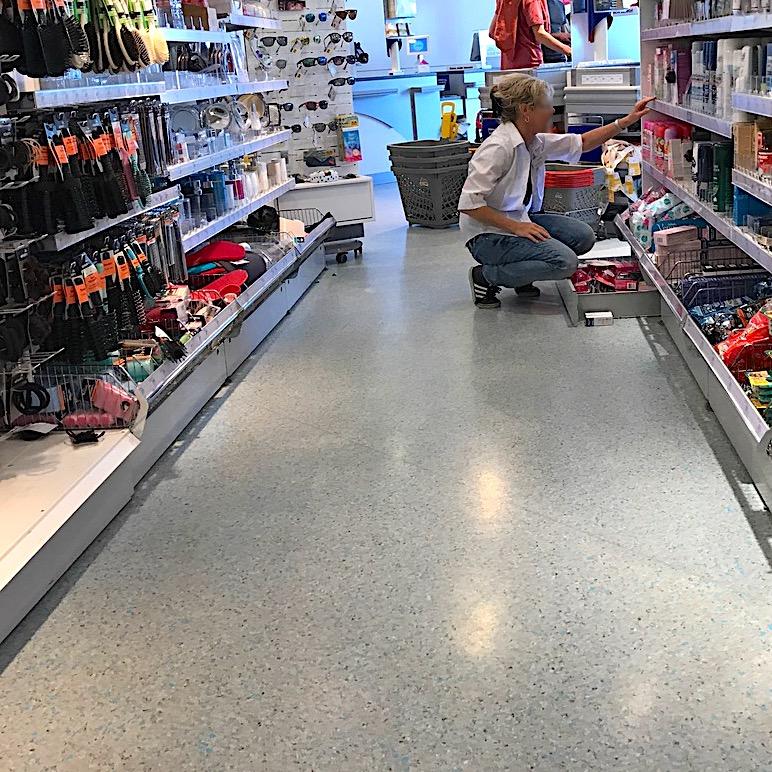 Betonboeden Grossmaerkte Supermaerkte Einzelhandel Bakterien Keime Schutz Versiegeln Beschichtung Handel Tankstelle Discounter