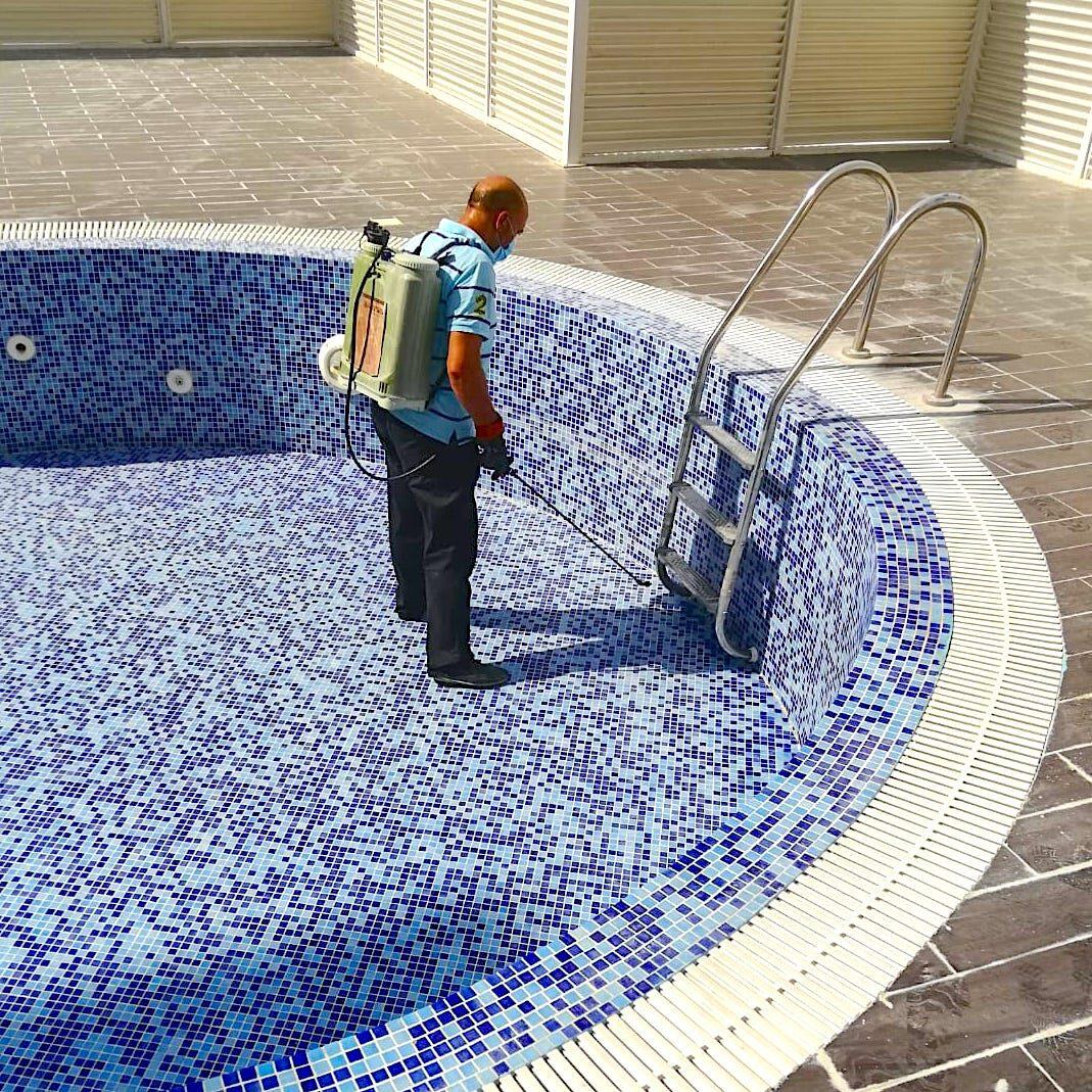 komsol innerseal schwimmbaeder schwimmbecken schwimmbad versiegeln dicht trocken Handwerker