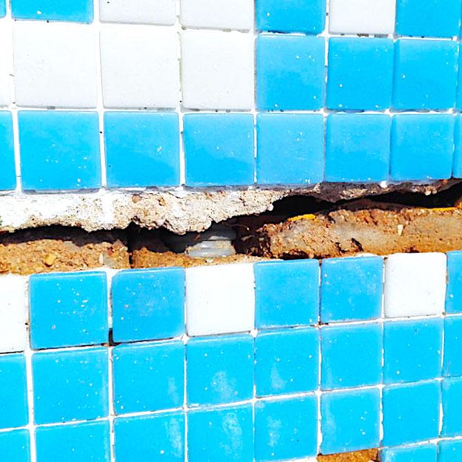 komsol Innerseal Schwimmbaeder Schwimmhallen Wasseraufbereitung Mosaikstein Fugen Mosaik Risse