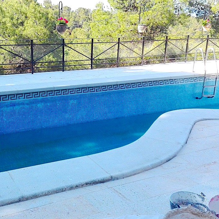 komsol Innerseal Schwimmbaeder Schwimmhallen Wellnessbereiche Wasseraufbereitung Mosaikstein Fugen