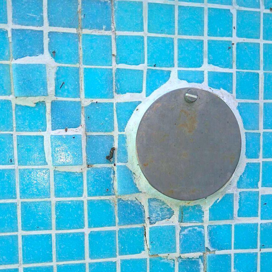 komsol innerseal schwimmbaeder schwimmbecken schwimmbad versiegeln Leitungen Licht