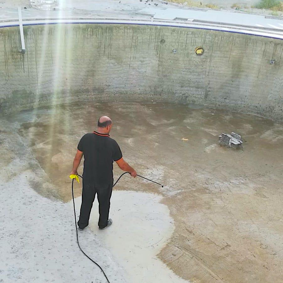 komsol innerseal schwimmbaeder schwimmbecken schwimmbad versiegeln dicht trocken handwerker Fachmann
