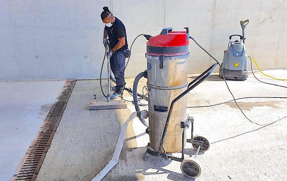 komsol deepclean reinigung tiefenreinigung heiss wasser ohne Mikroplastik umweltfreundlich Beton Betonboden