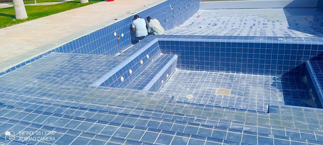 komsol schwimmbad schwimmbaeder topseal innerseal abdichten leck fliesen salzwasser pool sanierung